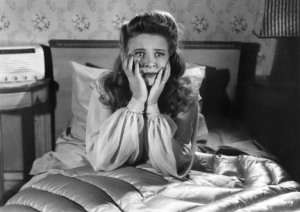 evelyn-ankers-scared-on-bed