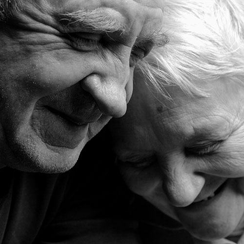 elderly-couple-black-white