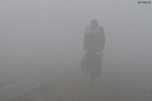 thick-fog-wraps-delhi-rains-likely_150114123636